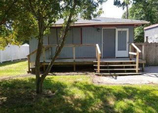 Foreclosed Home in Mastic 11950 MASTIC BLVD - Property ID: 4486166494