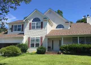 Foreclosed Home in Lake Grove 11755 OAKWOOD CT - Property ID: 4486167366