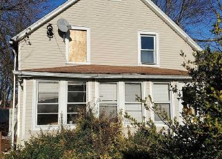 Foreclosed Home in Bay Shore 11706 RHODES AVE - Property ID: 4486168236