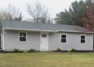 Foreclosed Home in Coram 11727 PINE RD - Property ID: 4486186645