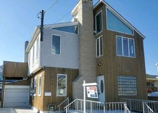 Foreclosed Home in Lindenhurst 11757 ARCTIC ST - Property ID: 4486200211
