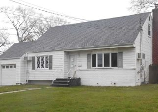Foreclosed Home in West Babylon 11704 QUARTER ST - Property ID: 4486209862