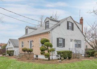 Foreclosed Home in Massapequa 11758 N CHESTNUT ST - Property ID: 4486812954