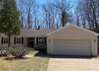 Foreclosed Home in Marquette 49855 ALLOUEZ RD - Property ID: 4487040245