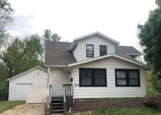 Foreclosed Home in Topeka 66604 SW MUNSON AVE - Property ID: 4487273695
