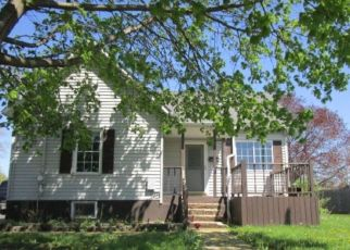 Foreclosed Home in Canton 61520 E CHESTNUT ST - Property ID: 4487323175