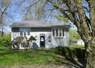 Foreclosed Home in Chicago Heights 60411 APACHE AVE - Property ID: 4487366994