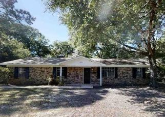 Foreclosed Home in Milton 32583 WEEKS DR - Property ID: 4487467718
