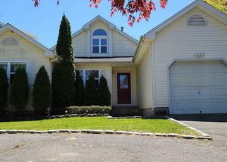 Foreclosed Home in Coram 11727 SAMANTHA DR - Property ID: 4487883350