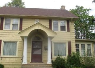 Foreclosed Home in Cleveland 44120 MILVERTON RD - Property ID: 4488144381