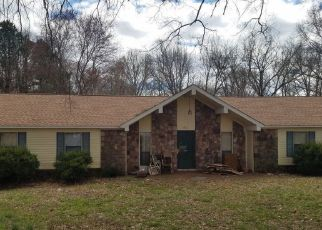 Foreclosed Home in Jackson 38305 FAIRWAY CV - Property ID: 4488281921