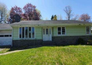 Foreclosed Home in Bridgeport 06604 DOREEN DR - Property ID: 4488843387