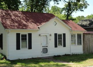 Foreclosed Home in Fredericksburg 22405 TRUSLOW RD - Property ID: 4488879752