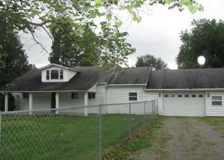 Foreclosed Home in Benton 62812 MCKINLEY ST - Property ID: 4488903389