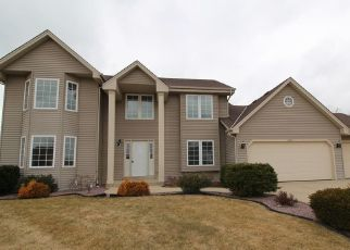 Foreclosed Home in Oak Creek 53154 S CHRISTINA CT - Property ID: 4488928353