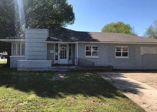Foreclosed Home in Shawnee 74804 N PARK AVE - Property ID: 4489944908