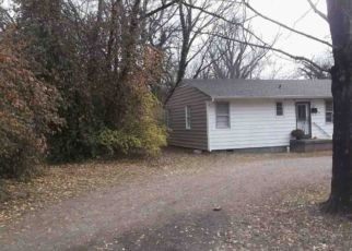 Foreclosed Home in Knoxville 37914 LOUISE AVE - Property ID: 4490203747