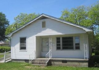 Foreclosed Home in Oxford 27565 KNOWLES ST - Property ID: 4490302730