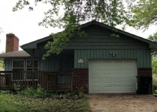Foreclosed Home in Topeka 66606 SW GRANDVIEW AVE - Property ID: 4490528719
