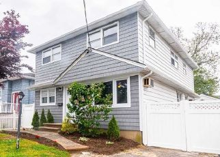 Foreclosed Home in Lindenhurst 11757 E HOLLYWOOD AVE - Property ID: 4490815142
