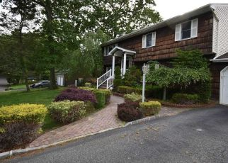 Foreclosed Home in Huntington Station 11746 MOTT PL - Property ID: 4490817785