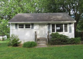 Foreclosed Home in Elizabethtown 42701 VILLAGE DR - Property ID: 4490904496