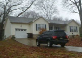 Foreclosed Home in Clarksville 37043 JEFFERY DR - Property ID: 4490915897