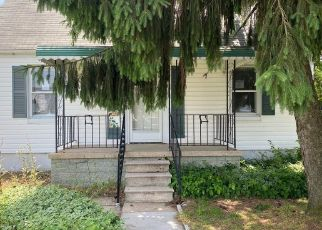 Foreclosed Home in Essex 21221 RIDGEMOOR RD - Property ID: 4490995599