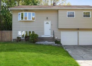 Foreclosed Home in Islip Terrace 11752 SATELLITE DR - Property ID: 4491045525