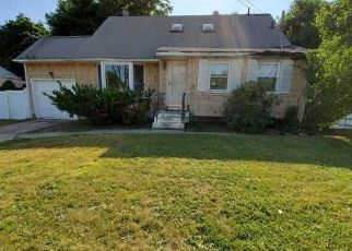 Foreclosed Home in Brentwood 11717 CHAPEL HILL DR - Property ID: 4491059989