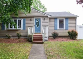 Foreclosed Home in Warwick 02889 LOCKHAVEN RD - Property ID: 4491085379