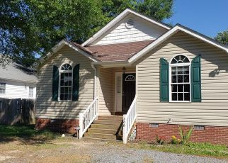 Foreclosed Home in Colonial Beach 22443 7TH ST - Property ID: 4491180872