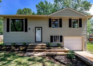 Foreclosed Home in Liberty 64068 LINDENWOOD LN - Property ID: 4491470356