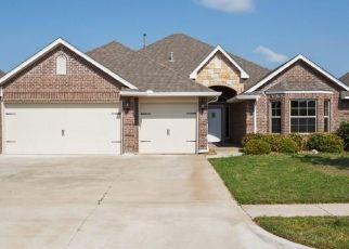 Foreclosed Home in Norman 73072 PRESIDIO CIR - Property ID: 4492083974