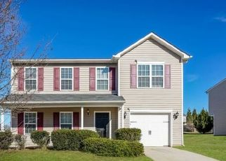 Foreclosed Home in Greensboro 27406 MEADOW OAK DR - Property ID: 4492470248