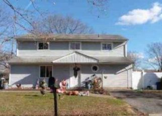 Foreclosed Home in Central Islip 11722 CONE AVE - Property ID: 4492494789