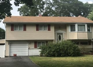 Foreclosed Home in Hauppauge 11788 REED ST - Property ID: 4492692751