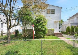 Foreclosed Home in New Hyde Park 11040 N 5TH ST - Property ID: 4492698435