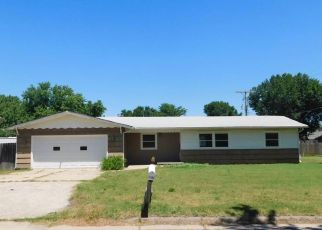 Foreclosed Home in Hutchinson 67501 E 16TH AVE - Property ID: 4494567714