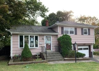 Foreclosed Home in Suffern 10901 MEADOWBROOK LN - Property ID: 4494682908