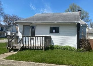 Foreclosed Home in Mishawaka 46545 E LAWRENCE ST - Property ID: 4494696927