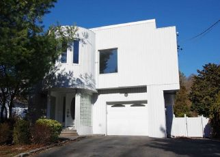 Foreclosed Home in Smithtown 11787 MEADOW RD - Property ID: 4495784401