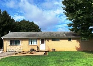 Foreclosed Home in Valencia 16059 OAKWOOD DR - Property ID: 4495877246