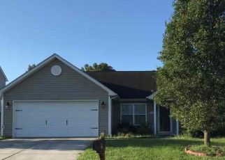 Foreclosed Home in Greensboro 27406 CREEKDALE DR - Property ID: 4496218434