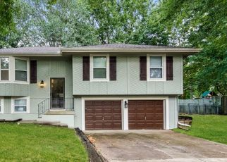 Foreclosed Home in Kansas City 64155 N BALTIMORE AVE - Property ID: 4497142114