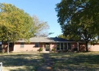 Foreclosed Home in Duncanville 75116 W CAMP WISDOM RD - Property ID: 4497400526