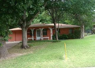 Foreclosed Home in Grand Prairie 75050 NW 8TH ST - Property ID: 4497631335