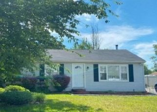 Foreclosed Home in Amityville 11701 MILLER AVE - Property ID: 4498023323