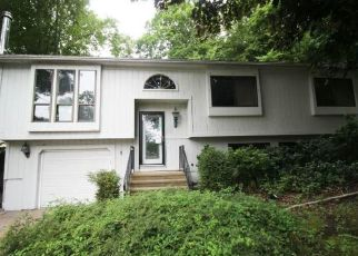 Foreclosed Home in Naugatuck 06770 VALLEY DR - Property ID: 4498058360