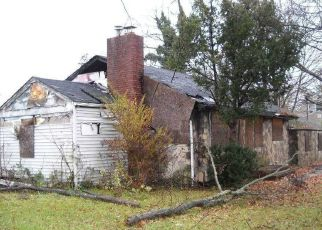 Foreclosed Home in Amityville 11701 W SMITH ST - Property ID: 4498085516